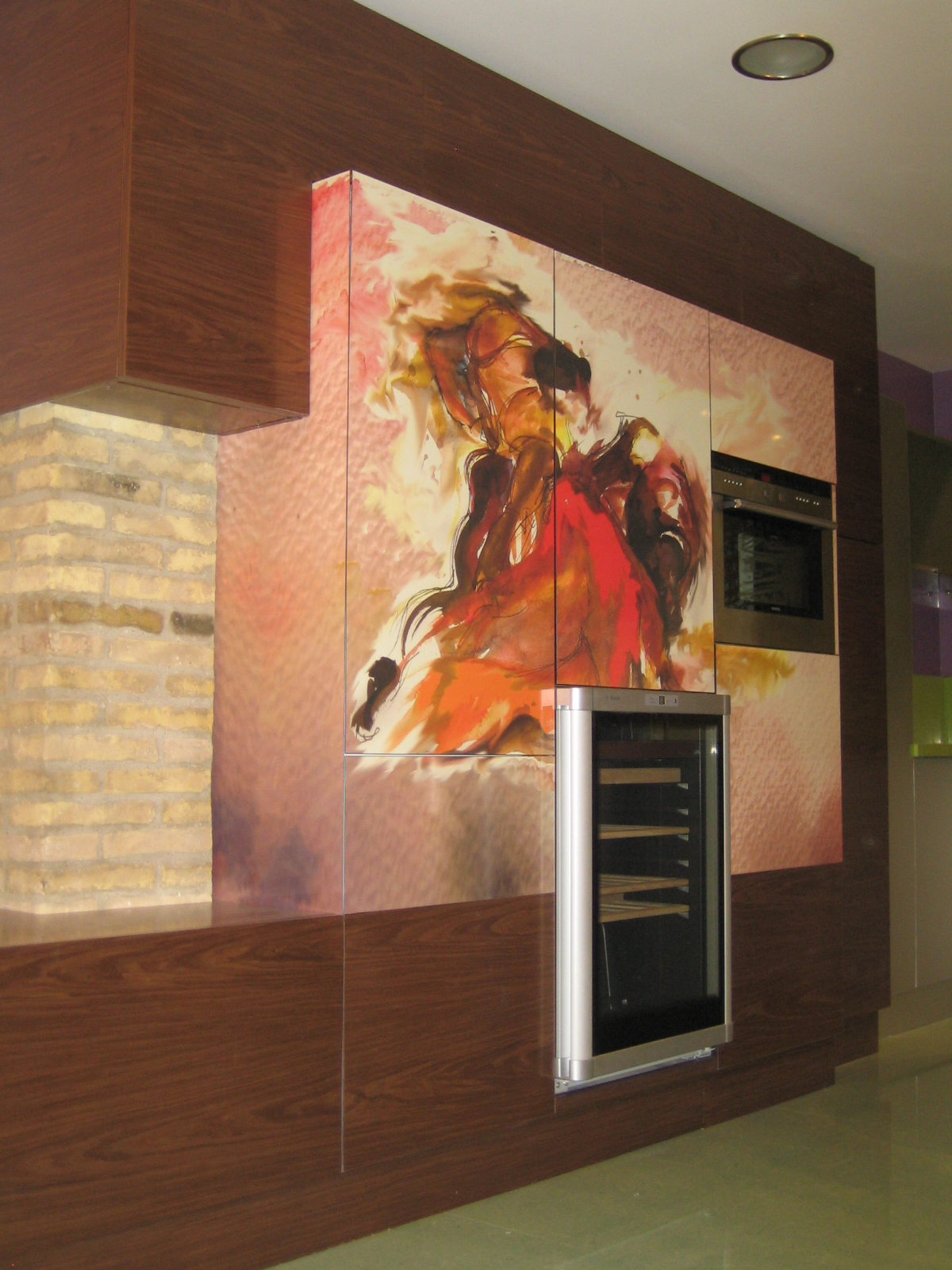 Cocina integrada con mural